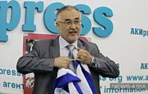 Киргизский депутат порвал флаг Израиля и предложил использовать его в отхожем месте