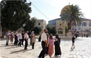 Около полутора сотен евреев вторглось в Аль-Аксу...