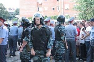 У махачкалинской мечети произошла потасовка между полицией и прихожанами