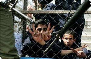 """Палестинский ребенок освобожден из """"израильской"""" тюрьмы после 5 месяцев заключения"""