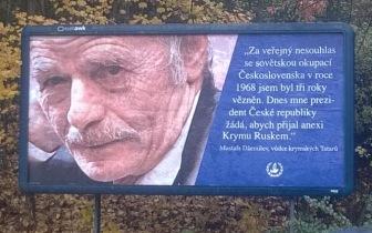 В Праге появились билборды, на которых Джемилев упрекает президента Чехии