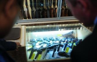 Россиянам разрешили при наличии лицензии носить гражданское оружие в целях самообороны