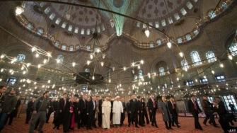 Папа Франциск посетил Голубую мечеть в Стамбуле