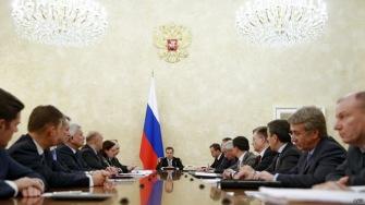 Медведев: дешевая нефть и санкции уронили рубль
