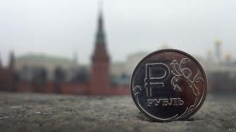 Падающий рубль: есть ли угроза финансового краха