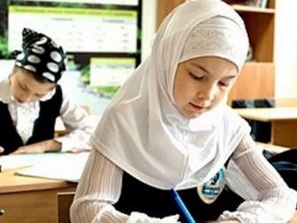 Сегодня в Москве обсудят скандальный запрет платков в школах