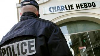"Момент нападения на штаб-квартиру издания  ""Charlie Hebdo"" (Видео)"