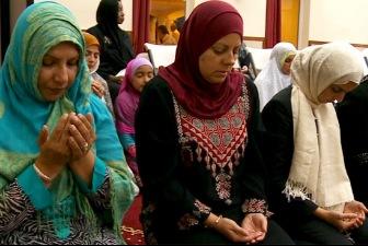 Сотни французов приняли ислам после терактов в Париже