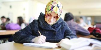 Муфтии Северного Кавказа поддержали право школьниц на платок
