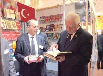 Премьер-министру Белоруссии М. Мясниковичу подарили Коран и книги С. Нурси