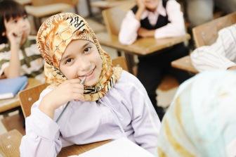 Каферы Кыргызстана обеспокоены большим количеством учениц в хиджабах
