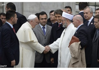 Ватикан призвал усилить диалог с мусульманами