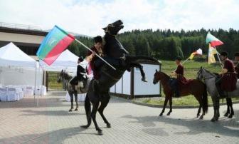 Общественники на форуме «Архыз-XXI» рисуют картины Кавказа разными красками. Темных больше…
