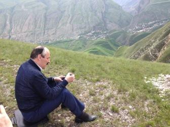 Во время спецоперации ФСБ настоящий джигит Абдулатипов ушел в горы и находится вне зоны доступа