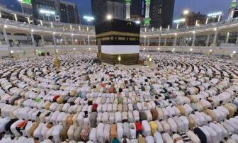 Рекордное количество мусульман посетило Мекку в первую половину Рамадана