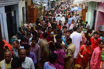 Жители индийской деревни приговорили двух девушек к изнасилованию