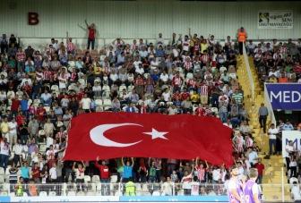 Футболисты помянули память жертв террора