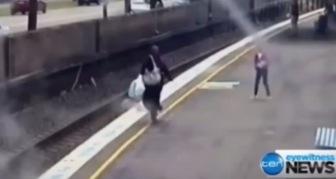 В Мельбурне женщина в хиджабе спасла от смерти ребенка