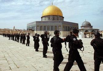 Радикал водрузил флаг Израиля в мечети Аль-Акса
