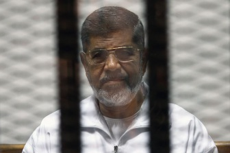 Суд над экс-президентом Мухаммедом Мурси возобновлен в Каире