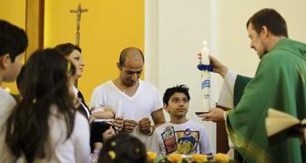 Зачем шиитские беженцы массово принимают христианство?