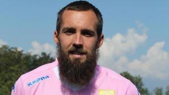 Футболиста выгнали из клуба за бороду