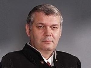 Уволен судья за фото горящей мечети, которую он с наслаждением опубликовал ВКонтакте