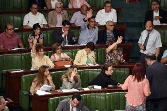 """Тунис: секуляристы раскололись, """"Ан-Нахда"""" может вернуть власть"""