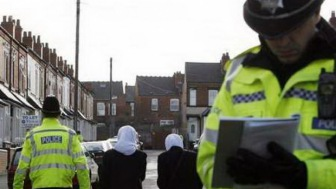 В Великобритании хозяйка салона красоты отказалась обслужить мусульман и была арестована