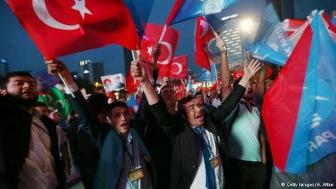 Правящая партия Турции одержала на парламентских выборах сокрушительную победу