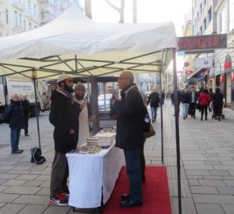 Бесплатные Кораны раздают на улицах Вены
