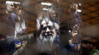 Лидерам организации «Братья-мусульмане» в Египте отменили смертные приговоры