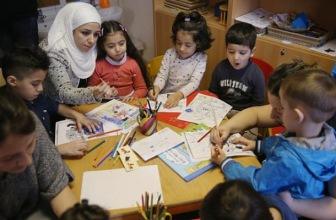Восемь тысяч педагогов наняли власти Германии для обучения детей-беженцев немецкому языку