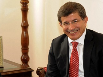 Премьер-министр Турции призывает не воспринимать Путина всерьез.