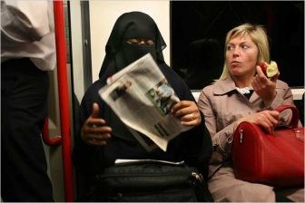 Двадцать миллионов фунтов стерлингов потратит Великобритания, чтобы обучить мусульманок английскому языку
