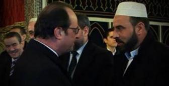 """На годовщину расстрела """"Шарли"""" Олланд посетил мечеть"""