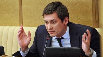 Депутат Гудков: Скоро перевязывать пациентов изолентой будут по всей стране