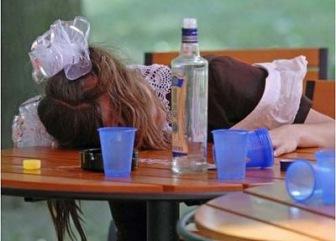 Алкоголь снова у школ: вставание с колен по-путински