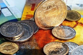 Швейцария будет выплачивать своим гражданам €2250 в месяц.