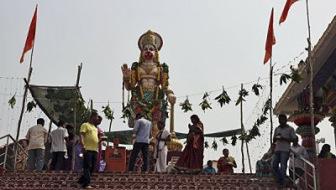"""Маразм крепчал: индийского """"бога"""" вызвали в суд"""