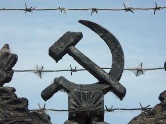 """Важно: """"Экстремистам"""" могут запретить выезд из России"""