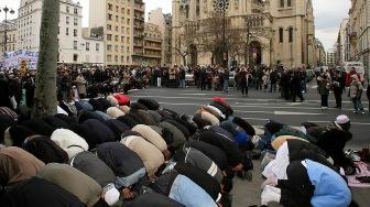 По последним исследованиям, четверть всей французской молодежи составляют мусульмане
