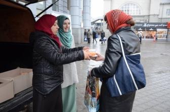 Акция «Накорми бедняка» прошла в Днепропетровске по инициативе двух мусульманок
