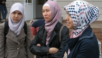 Запрет хиджаба: Назарбаев присоединяется к клубу исламофобов?