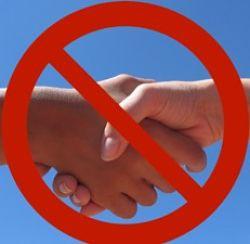 Швейцария: травля за отказ пожать руку женщине