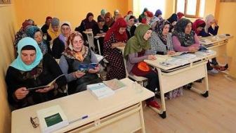 Турция: репатриантов из Украины учат Корану