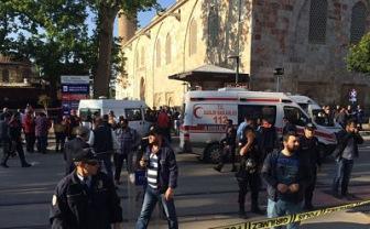 Взрыв смертника у мечети в Турции