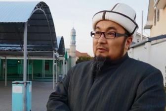 В Кыргызстане экс-муфтия затравили за защиту джума-намаза