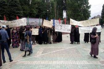 Хасавюрт: женщины митингуют против похищений мужчин