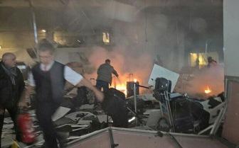 В международной зоне аэропорта Ататюрк Стамбул два взрыва и стрельба (фото)